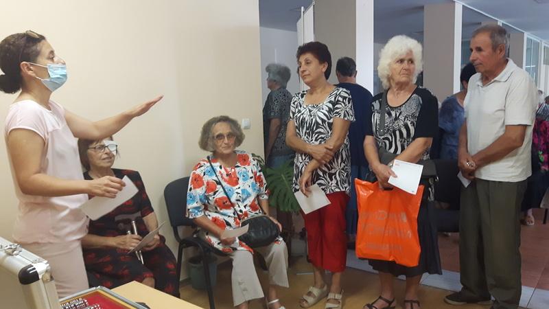 108 жители на Кнежа бяха прегледани безплатно за глаукома